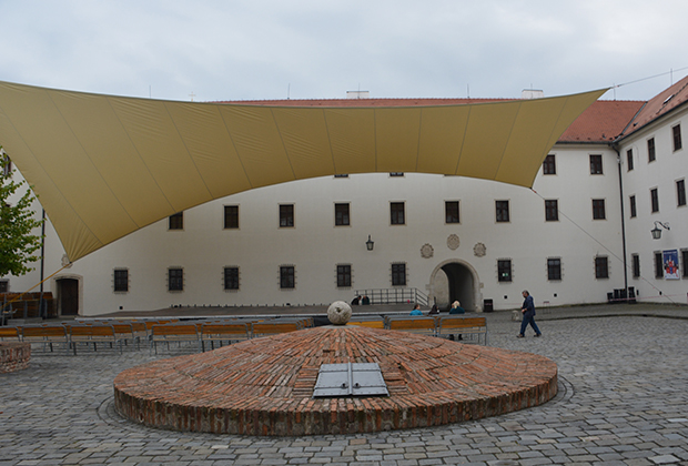 patio-interior-castillo-spilberk