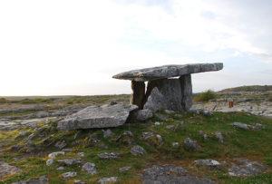 poulnabrone-dolmen