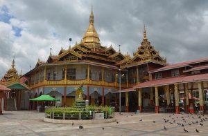 Pagoda Phaung Daw Oo