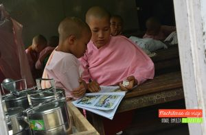escuela myanmar