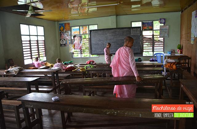 interior de la escuela budista