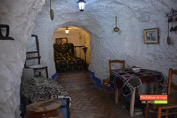 interior cuevas sacromonte de granada
