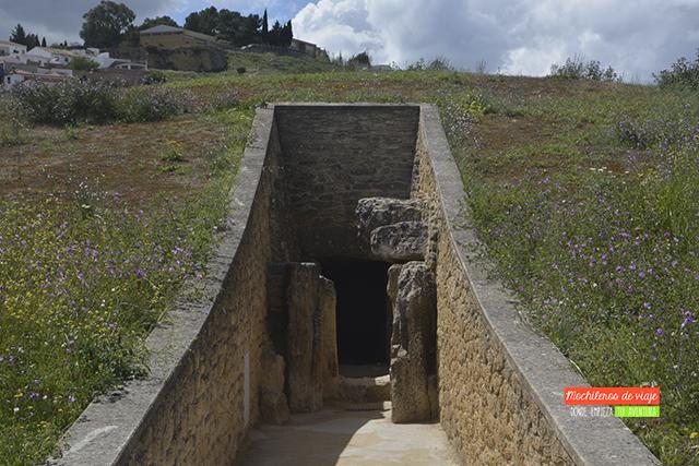 exterior dolmen de viera que ver alrededores de antequera