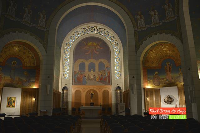 interior iglesia gallicantu