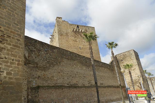 exterior del castillo de olivenza pueblos con encanto de badajoz