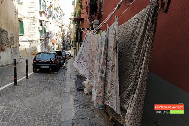 ropa en la calle nápoles