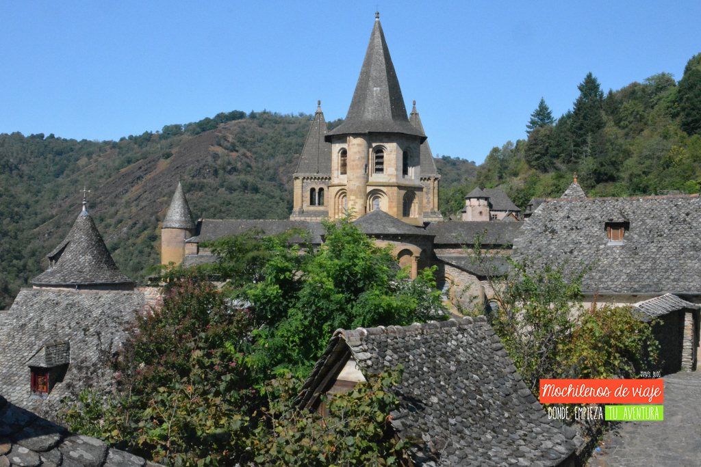 iglesia abacial conques pueblos bonitos del sur de francia