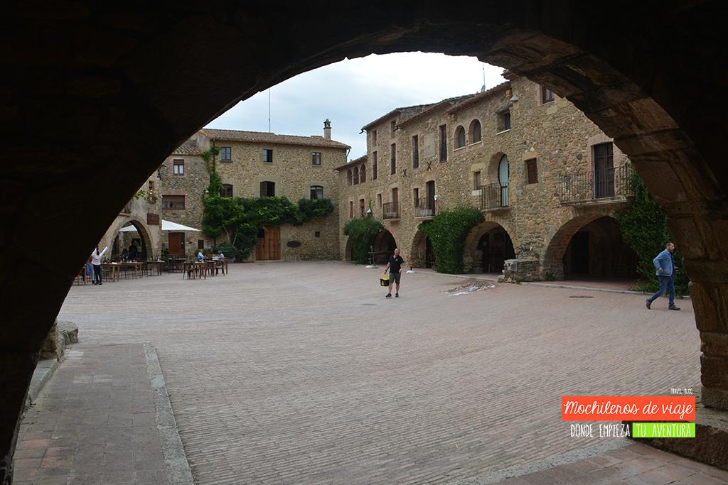 monells plaza