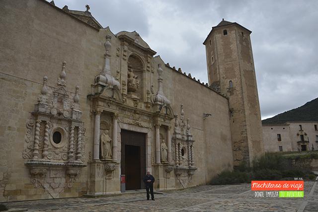 puerta real del monasterio de poblet
