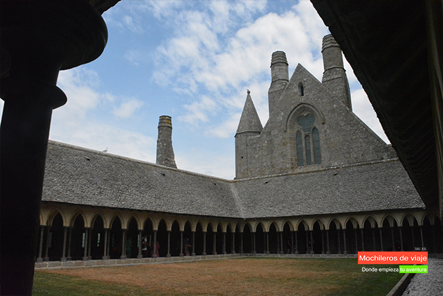 claustro mont saint michel