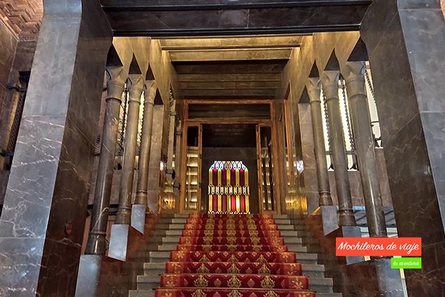 escalera de honor del palacio güell