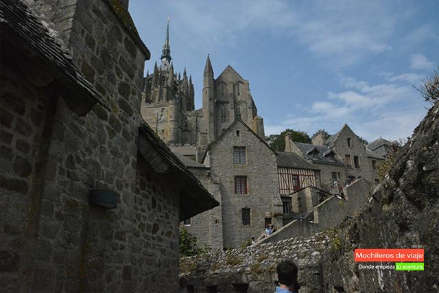 visitar el mont saint-michel pueblo murallas