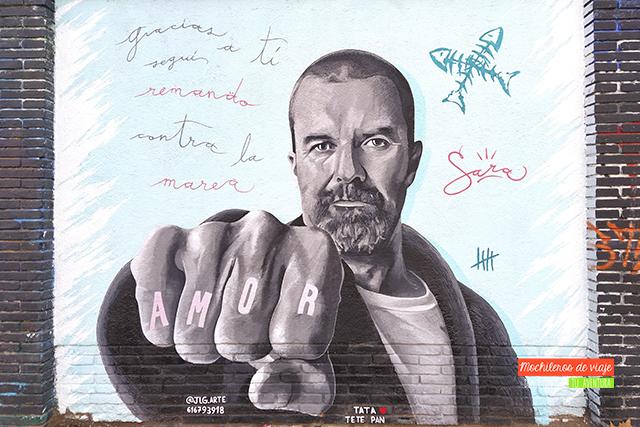 graffiti de pau dones en el poblenou