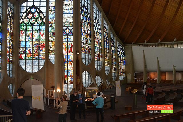 interior de la iglesia de jeanne de l'arc