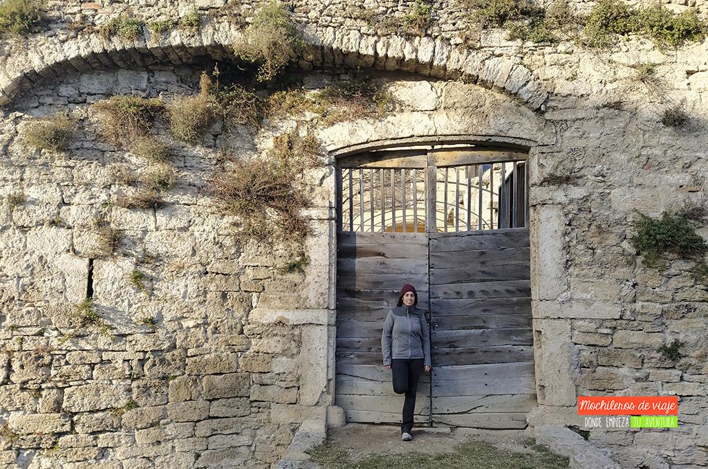 pueblos y excursiones en pla de l'estany murallas