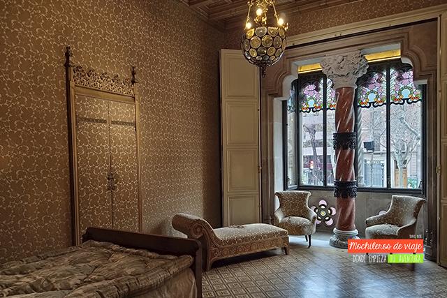 ventana modernista casa amatller en barcelona