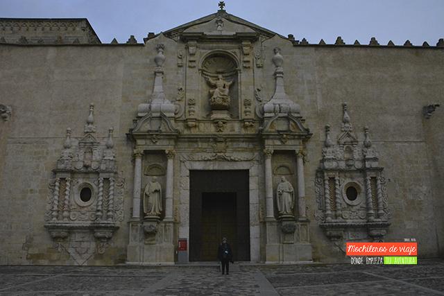 puerta real visita al monasterio de poblet